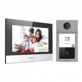 Kit videointerfon IP Hikvision DS-KIS604-S, pentru o singura familie, WIFI si monitor interior de 7 inch color, kitul contine: DS-KV8113-WME1 x1, DS-KH6320-WTE1 x1, 16GB TF card x1 si POE switch DS-3E0105P x1. Descriere DS-KV8113-WME1: post exterior cu un