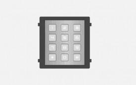 Modul de extensie videointerfon cu tastatura Hikvision DS-KD- KP/S;.permite formarea codului de apartament sau a codului de acces; montaj aplicat sau ingropat (accesoriile de montaj nu sunt incluse); iluminare pe timp de noapte; protectie: IP65, IK7; Dime