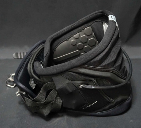 Side view of the warrior 6 kitesurfing harness from Mystic