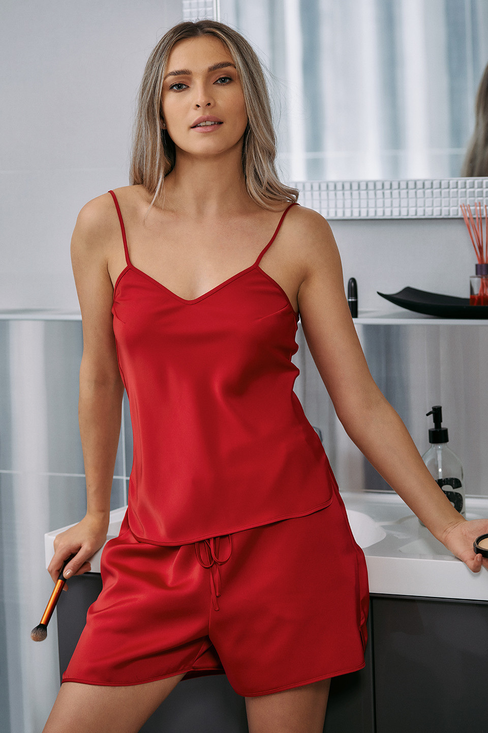 TOP DIN SATIN LESS IS MORE