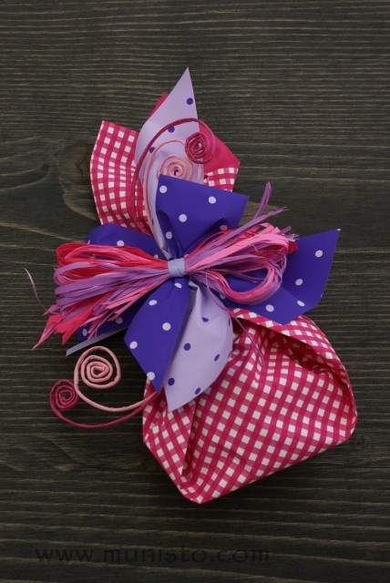 Gift wrapping images
