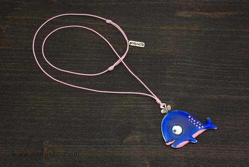 Медальон Кит момиченце изображения