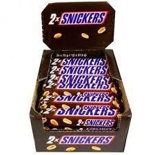 Baton de ciocolata cu nuga, caramel si arahide 75g Snickers