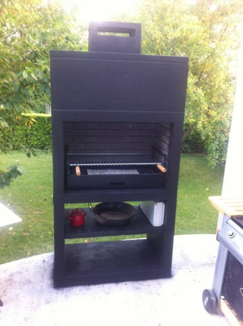 Barbecue moderne exterieur av25m for Modele de barbecue exterieur en brique