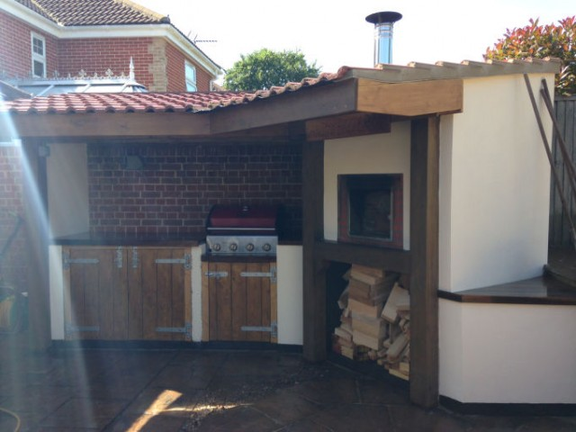bois en brique avec cheminée  Four a Pizza et Pain Grand Mere ~ Four A Bois Grand Mere