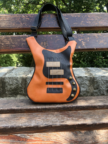 Gentuta in forma de chitara Brown Bass