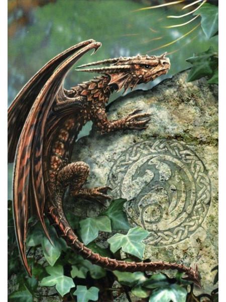Felicitare mică Pui de dragon pe piatră