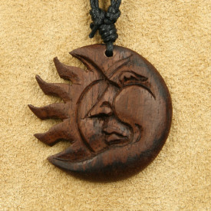 Pandantiv lemn Luna si Soare - Eclipsa
