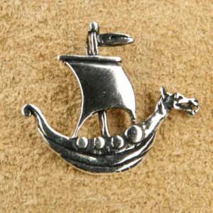 Pandantiv argint Corabie vikinga cu cap de dragon