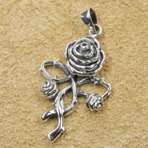 Pandantiv argint Trandafir Gotic