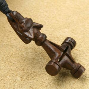 Pandantiv din lemn Cruce cu cap de lup