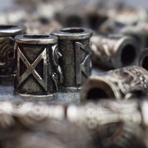 Bijuterii vikinge pentru barba/par Rune