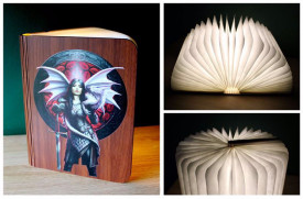 Lampa in forma de carte cu LED in foi, imagine Anne Stokes, Valour