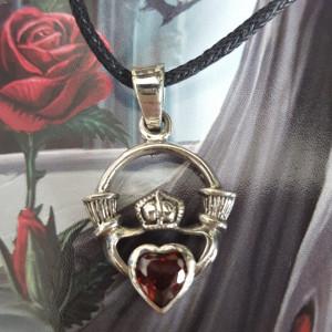 Pandantiv argint pentru indragostiti Red Claddagh