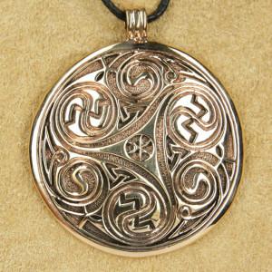 Pandantiv bronz Triskelion rotund