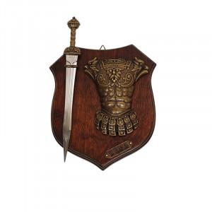 Panoplie lemn cu sabie si armura romana
