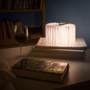 Lampa in forma de carte cu LED in foi, imagine Anne Stokes, Trei Lupi