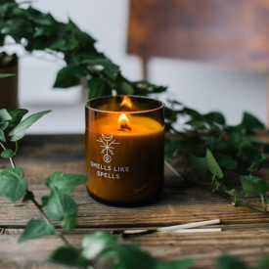 Lumanare cu uleiuri esentiale si fitil de lemn pentru ritual de frumusete Norse Magic - Idunn