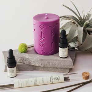 Lumanare roz cu rune pentru ritual de relaxare si meditatie Norse Magic - Mimir