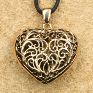Pandantiv bronz Inima celtica