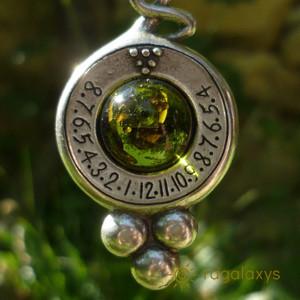 Pandantiv cu lantisor placat argint cu ceas solar Dionis