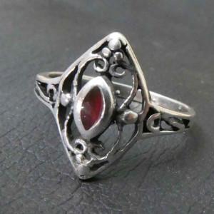 Inel argint Ornament cu zirconiu rosu