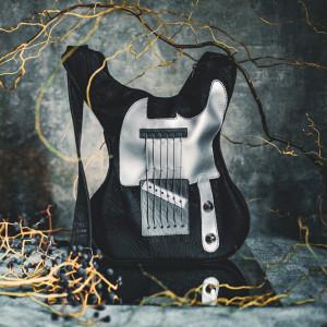 Guitar-shaped backpack Black Monster