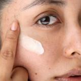 Bază de machiaj cu efect luminos cu vitamine şi antioxidanţi cu resveratrol