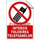 Interzis folosirea telefoanelor