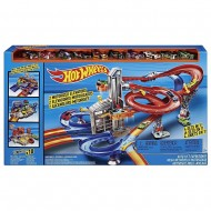 Circuit Autolift Expressway Hot Wheels cu 2 lifturi motorizate