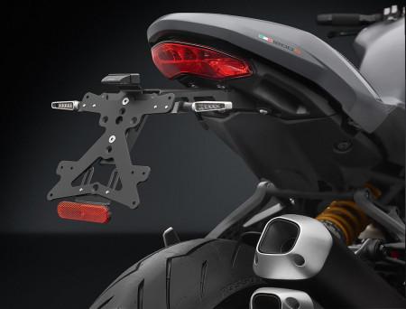 RIZOMA PT535B - License plate holder kit FOX