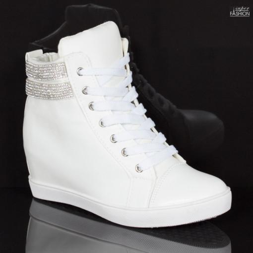 sneakers fete din piele ecologica