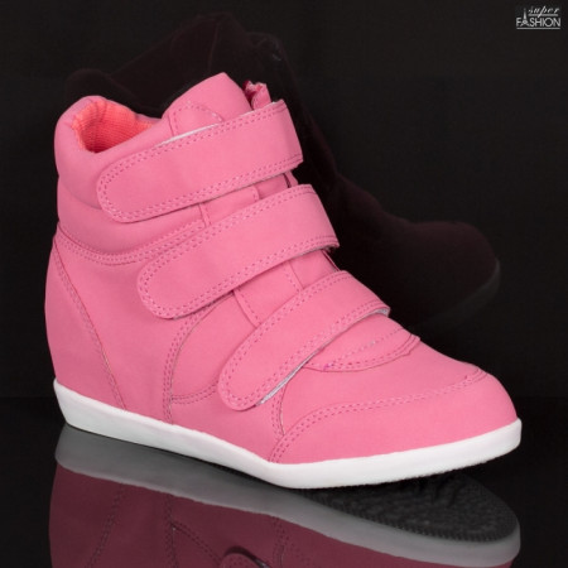 sneakers fete de culoare roz