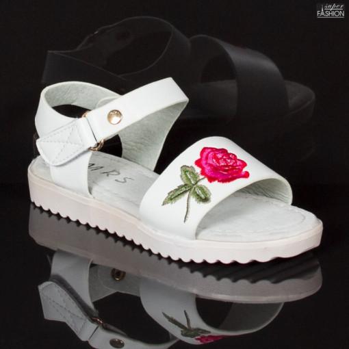 sandale fete cu design floral