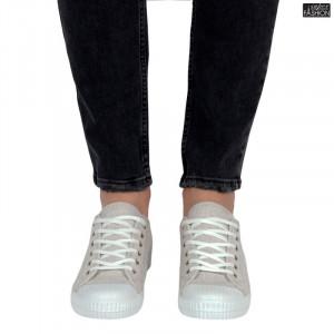 tenisi barbati pentru tinute jeans