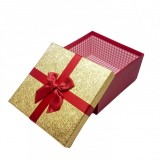 Cutie cadou patrata 17x17x9 cm, rosu/ auriu
