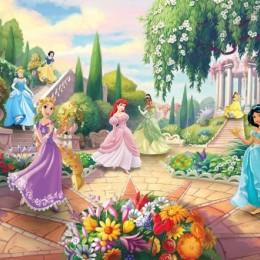 Fototapet fetite Printesele Disney in parc