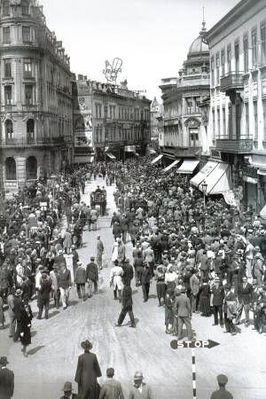 Poze Bucuresti, 1930, Calea Victoriei duminica, poster 595 x 420 mm