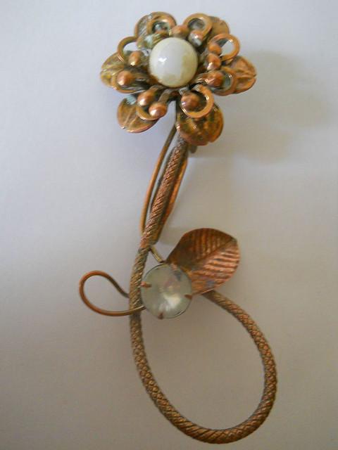 Brosa vintage floare anii '40