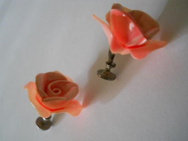 Cercei vintage  trandafiri din celuloid anii '30