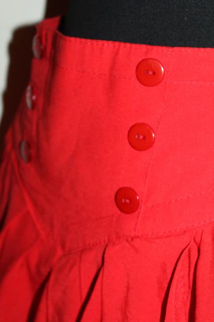 Fustă roșie suprapuneri anii 80