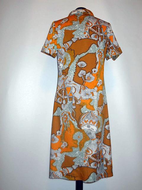 Rochie portocalie cu flori anii '60
