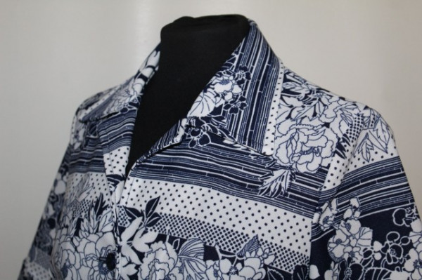 Rochie print floral alb și bleumarin anii 70