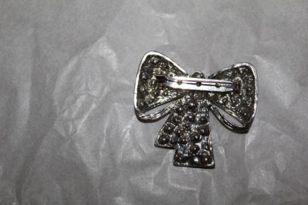 Broșă fundă cu cristale anii 80