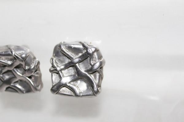 Cercei vintage argintii model in relief anii '70