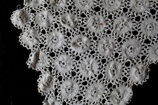 Dantela crochet model floral anii '50