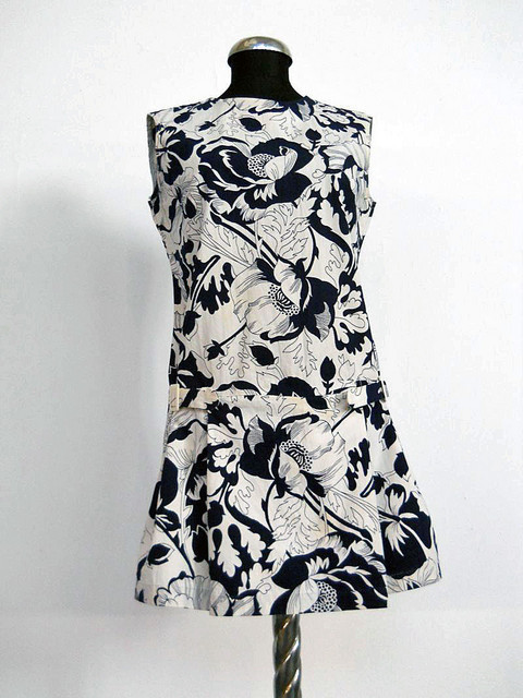 Rochie cu pantalonasi si print floral vintage anii '60