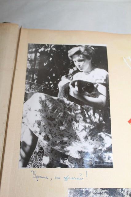 Album foto imbracat in catifea verde anii '50-'60