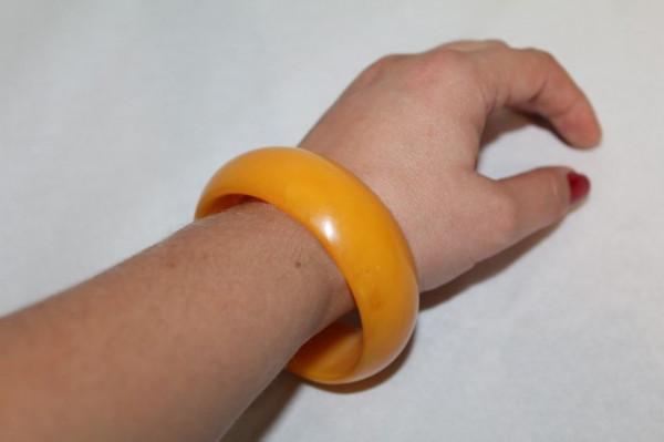 Bratara din bachelita portocaliu ambra anii '40