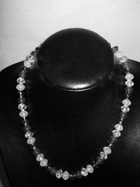 Colier vintage minimalist din sticla anii '60
